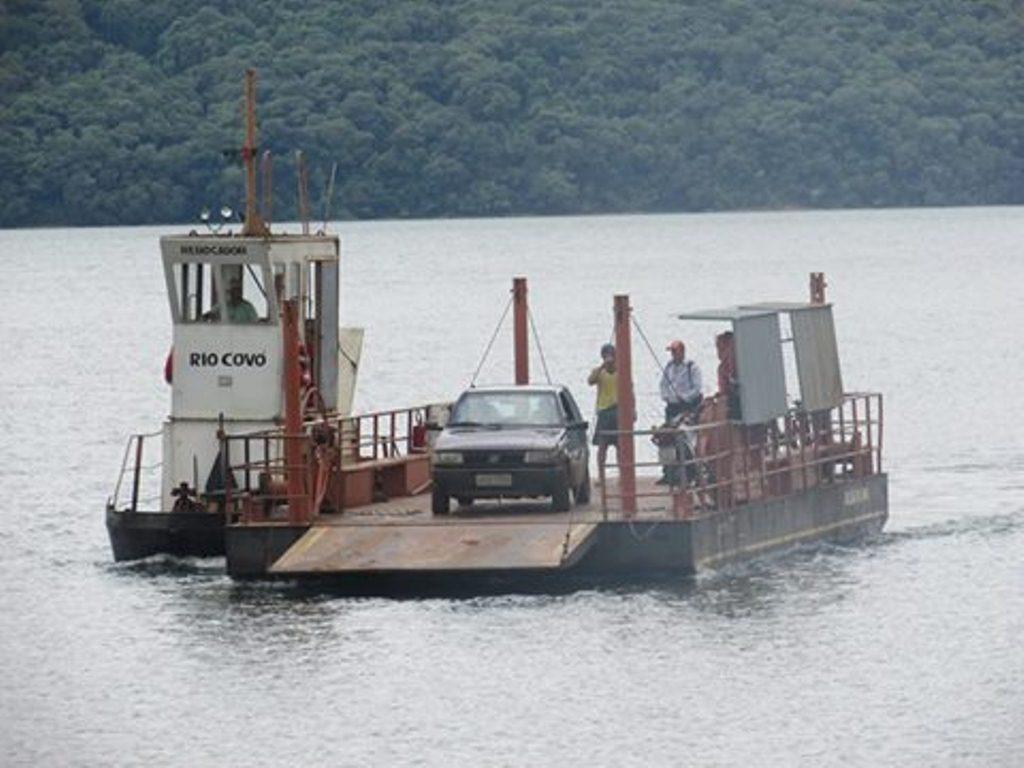 Balsas dos lagos do Iguaçu voltarão a funcionar até abril
