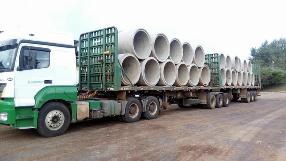 Agora sai. Chegaram os tubos para a ponte molhada no Rio Chopim