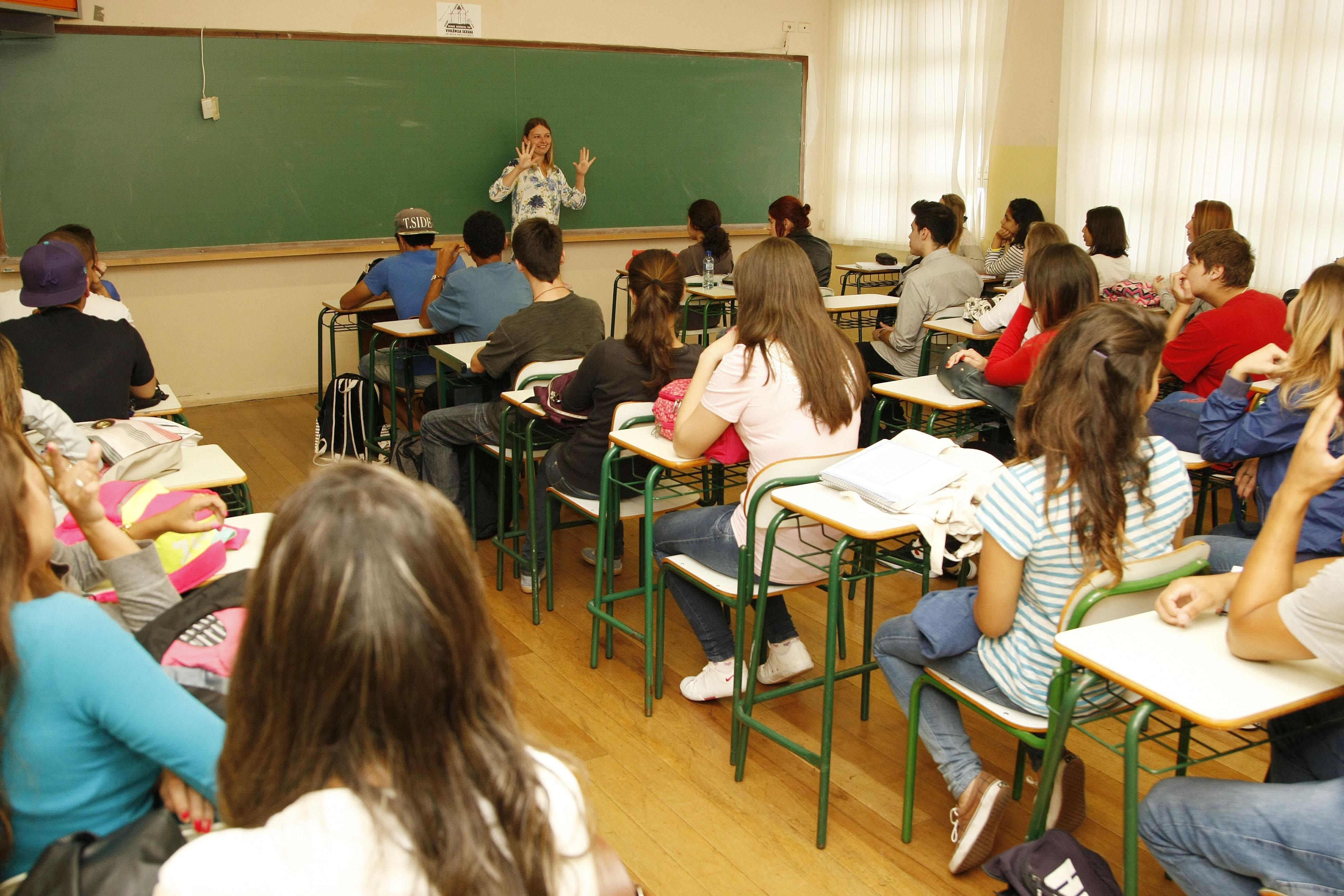 Começa nesta quinta a distribuição de aulas na rede estadual do PR