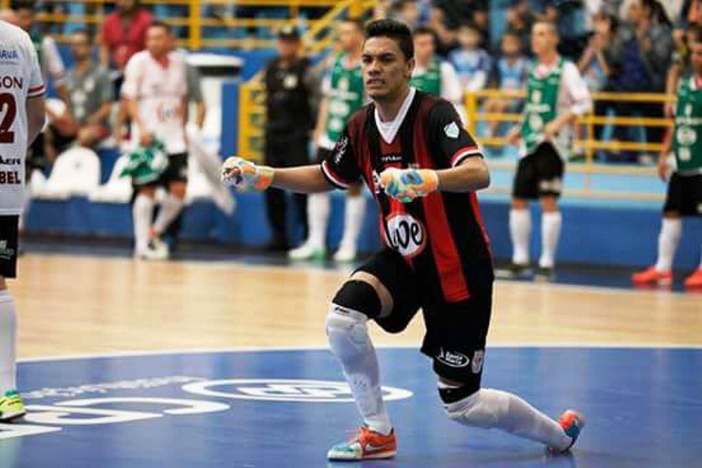 Chopinzinho Futsal contrata goleiro revelação da LNF