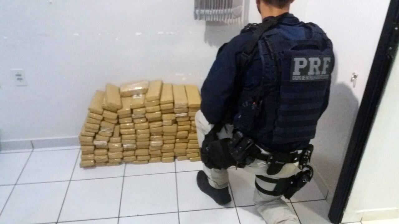PRF encontra 68 quilos de maconha escondidos em fusca