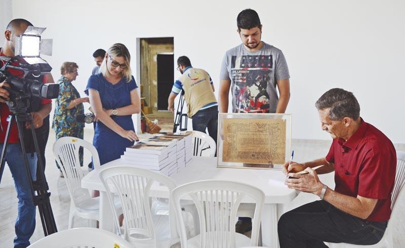 Jornalista lança romance ambientado no Sudoeste paranaense