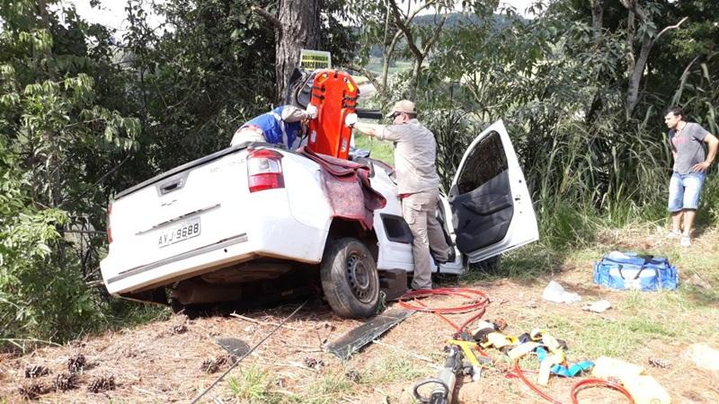 Acidente entre carro e moto deixa três feridos na PR-180