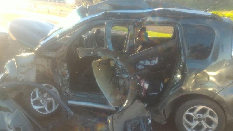 Batida entre carro e caminhão deixa um morto e três feridos na PR-158