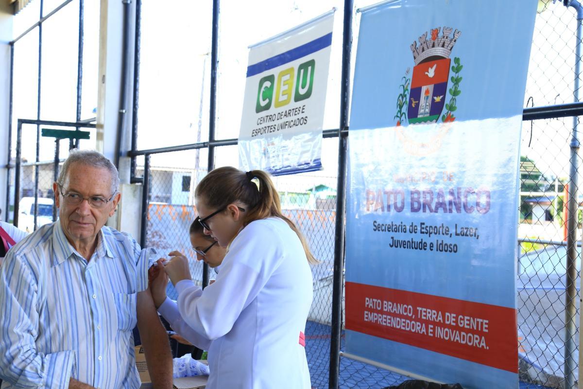 Mutirão de vacinação atende idosos do CEU das Artes e do Esporte