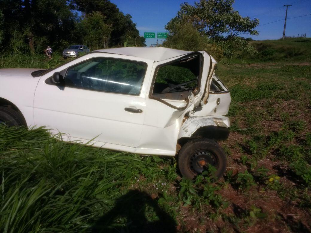 Caminhoneiro bate na traseira de veículo em Coronel Vivida e foge