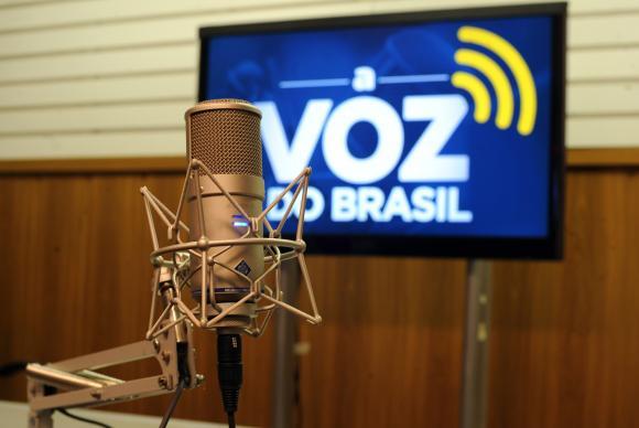 Temer sanciona lei que flexibiliza horário de A Voz do Brasil