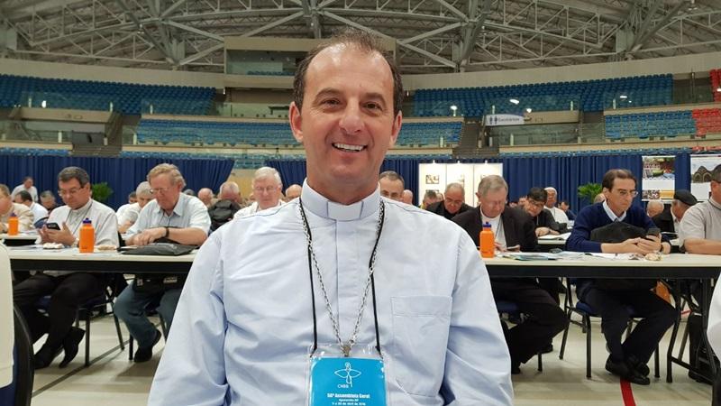 Dom Edgar fala desde a Assembleia Geral dos Bispos, em Aparecida