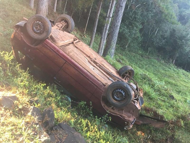 Capotamento na PR-475 deixa dois feridos em Francisco Beltrão