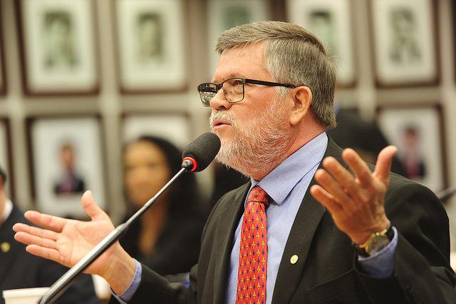 Assis denuncia inércia do governo e boicote na discussão da crise da avicultura