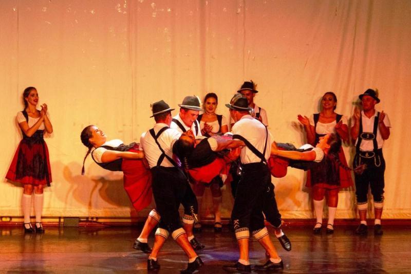 Chopinzinhenses participam da final da Mostra Paranaense de Dança