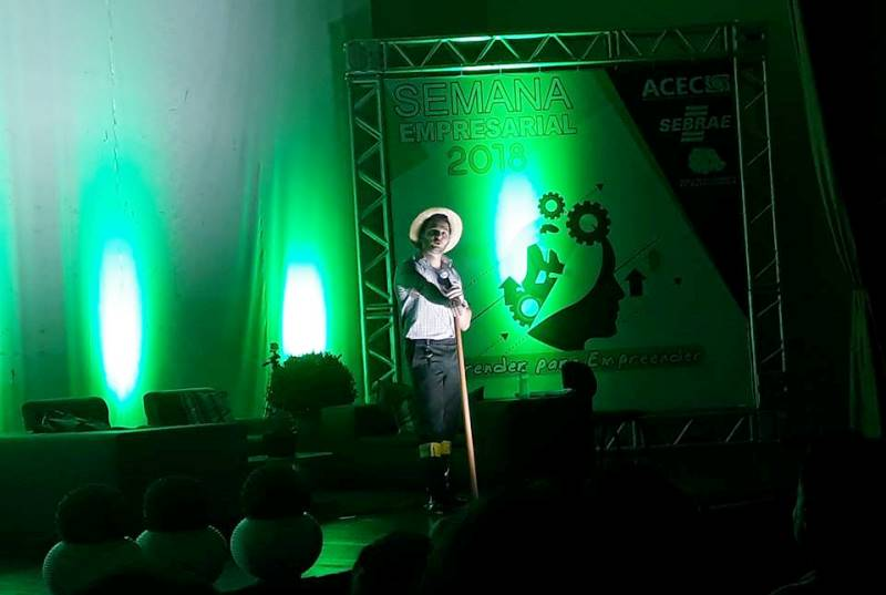 Mais de 300 pessoas participaram da abertura da Semana Empresarial