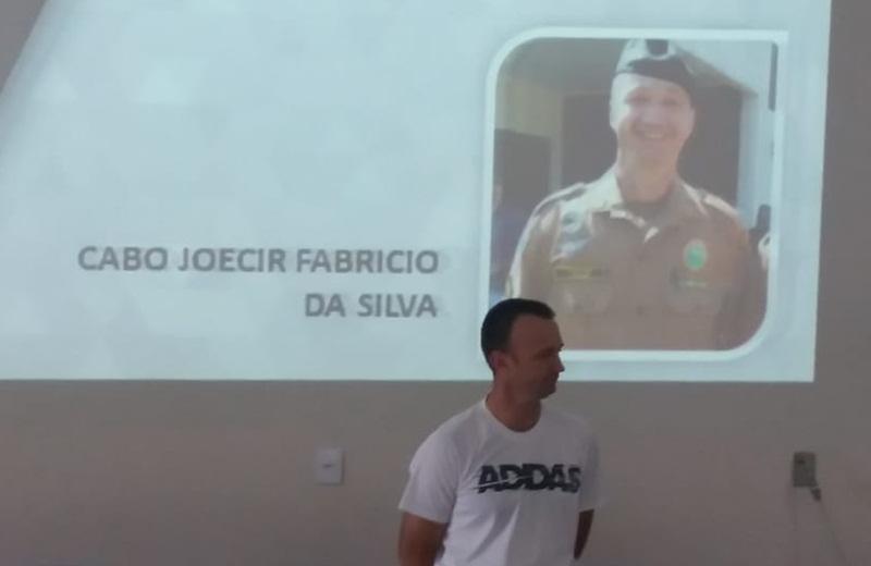 Cabo Joecir da Silva se aposenta e recebe homenagem de colegas e familiares