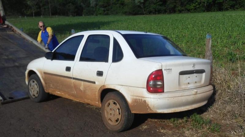 Carro furtado é encontrado abandonado em Manfrinópolis