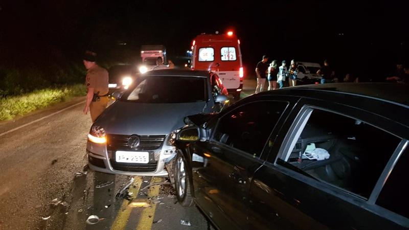 Batida frontal deixa dois feridos no Contorno Leste em Francisco Beltrão