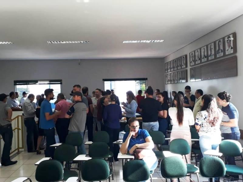 Café com Negócios reúne empresários chopinzinhenses