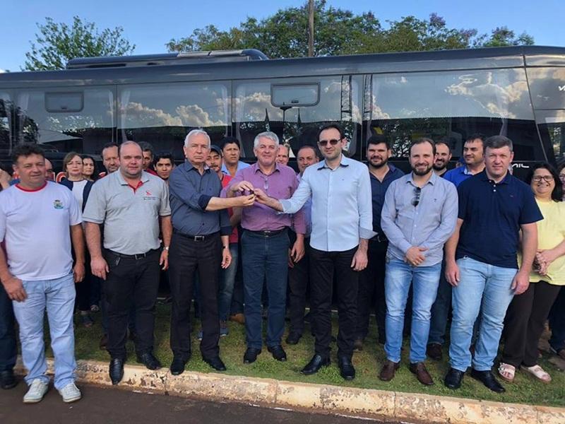 Secretaria de Saúde de Candói recebe novo ônibus