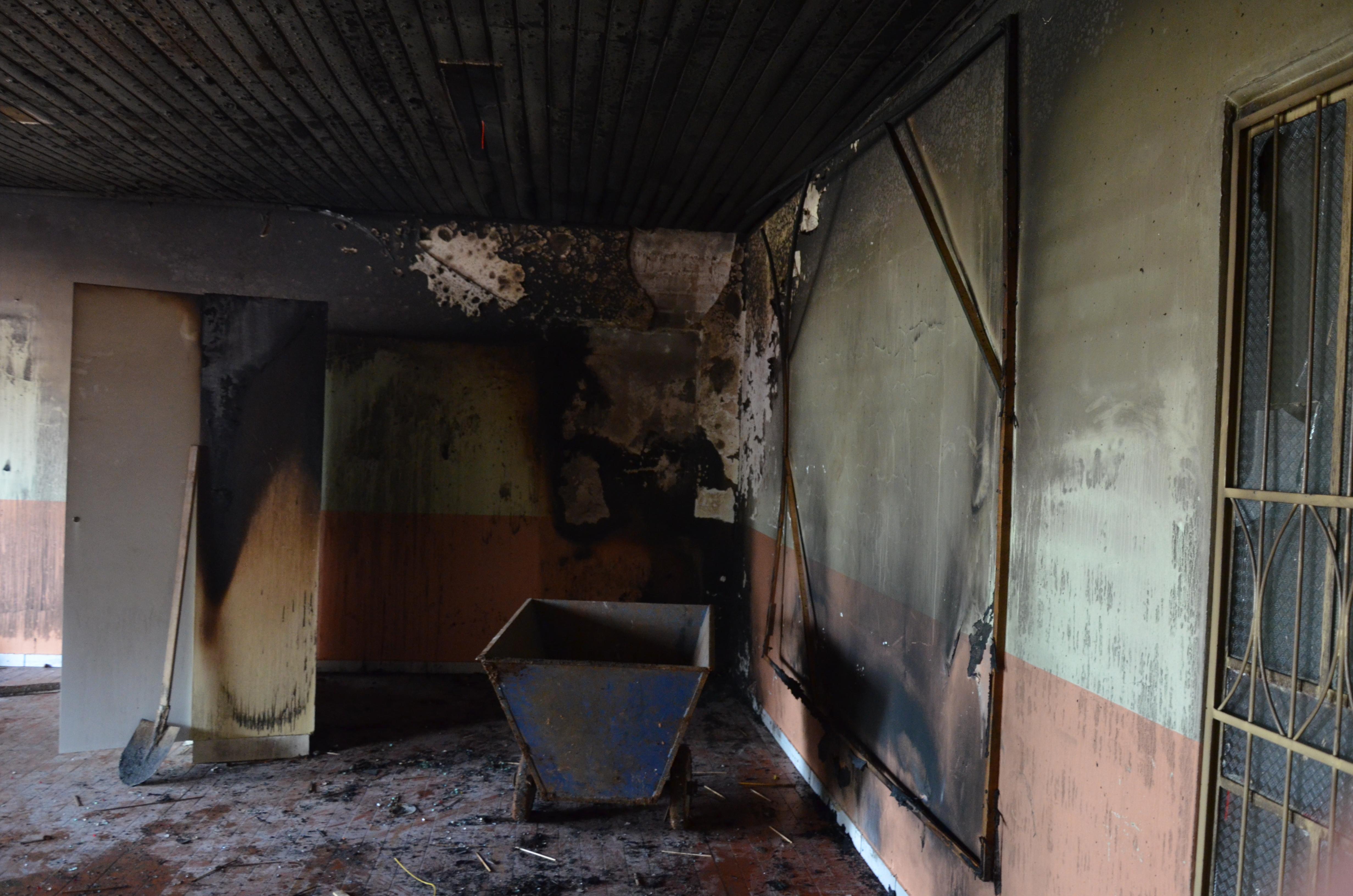 Escola de Palmas é parcialmente destruída por incêndio criminoso