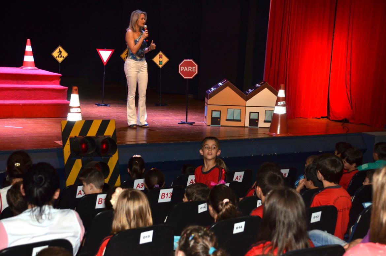 Teatro aborda educação no trânsito