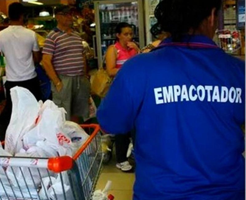 Serviço de empacotador não é obrigatório em supermercados