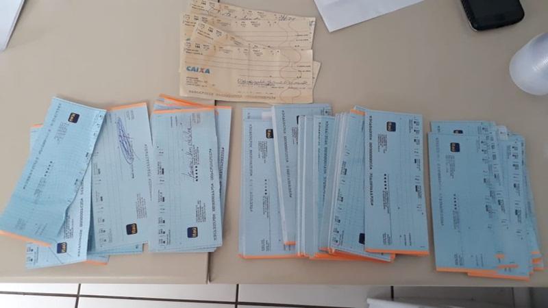 Homem é preso com cerca de 300 folhas de cheques em Francisco Beltrão