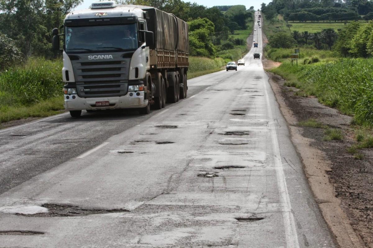 57% das rodovias do país apresentam algum tipo de problema
