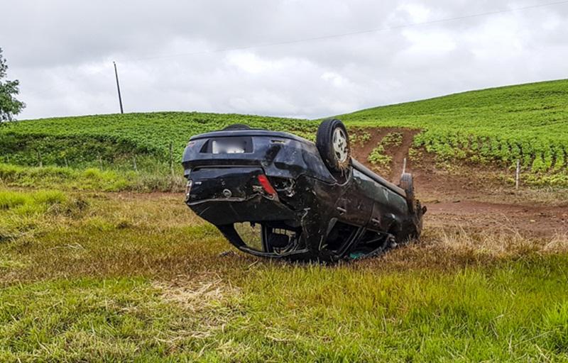 Três ficam feridos em acidente na BR-280