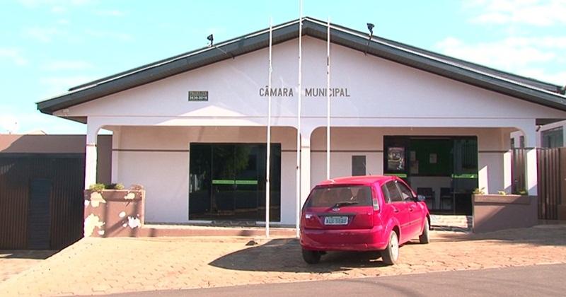 Justiça determina suspensão de pagamento a vereador afastado em Cantagalo