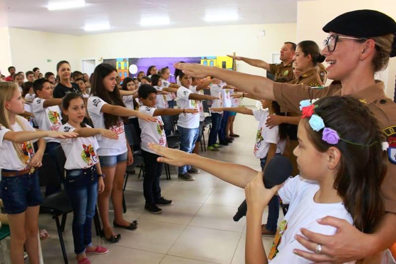 Crianças participam da formatura do Proerd em São Jorge D'Oeste