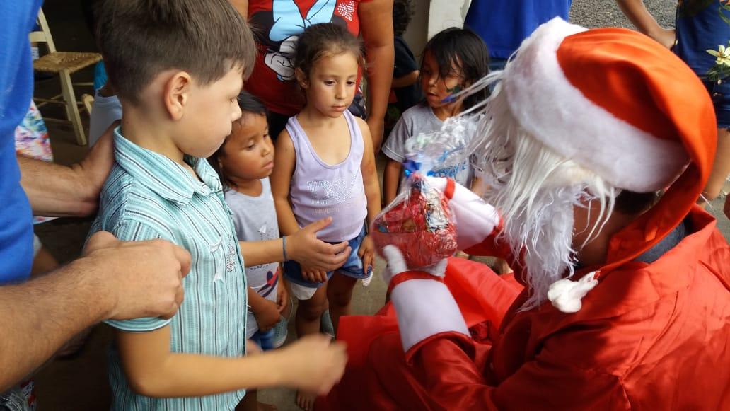 JJ realizou atividades com crianças carentes