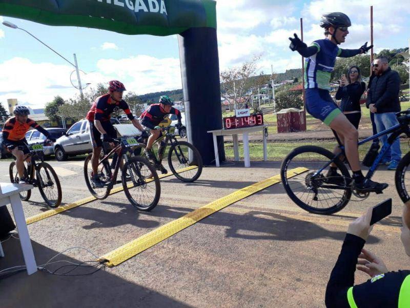 Mais de 250 ciclistas participaram do Desafio Chopinzinho de Mountain Bike