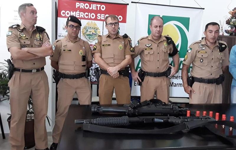 Entidades compram arma e doam à Polícia Militar de Marmeleiro