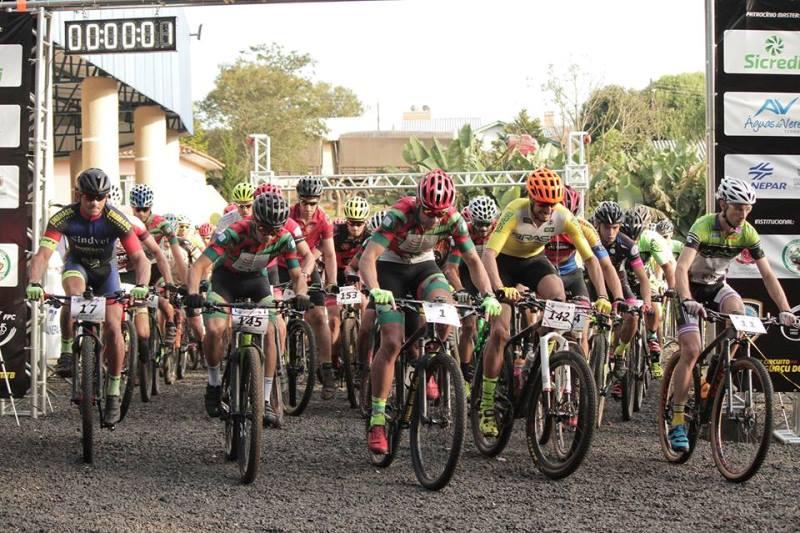 Recorde de ciclistas na etapa de abertura do 3º Circuito Vale do Iguaçu de MTB