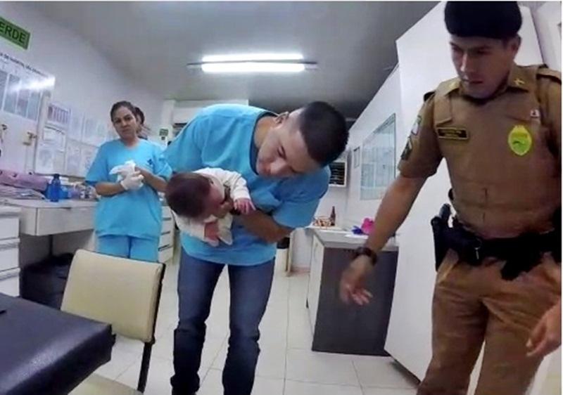 Ação rápida de PMs salva vida de bebê afogado com leite materno em Francisco Beltrão