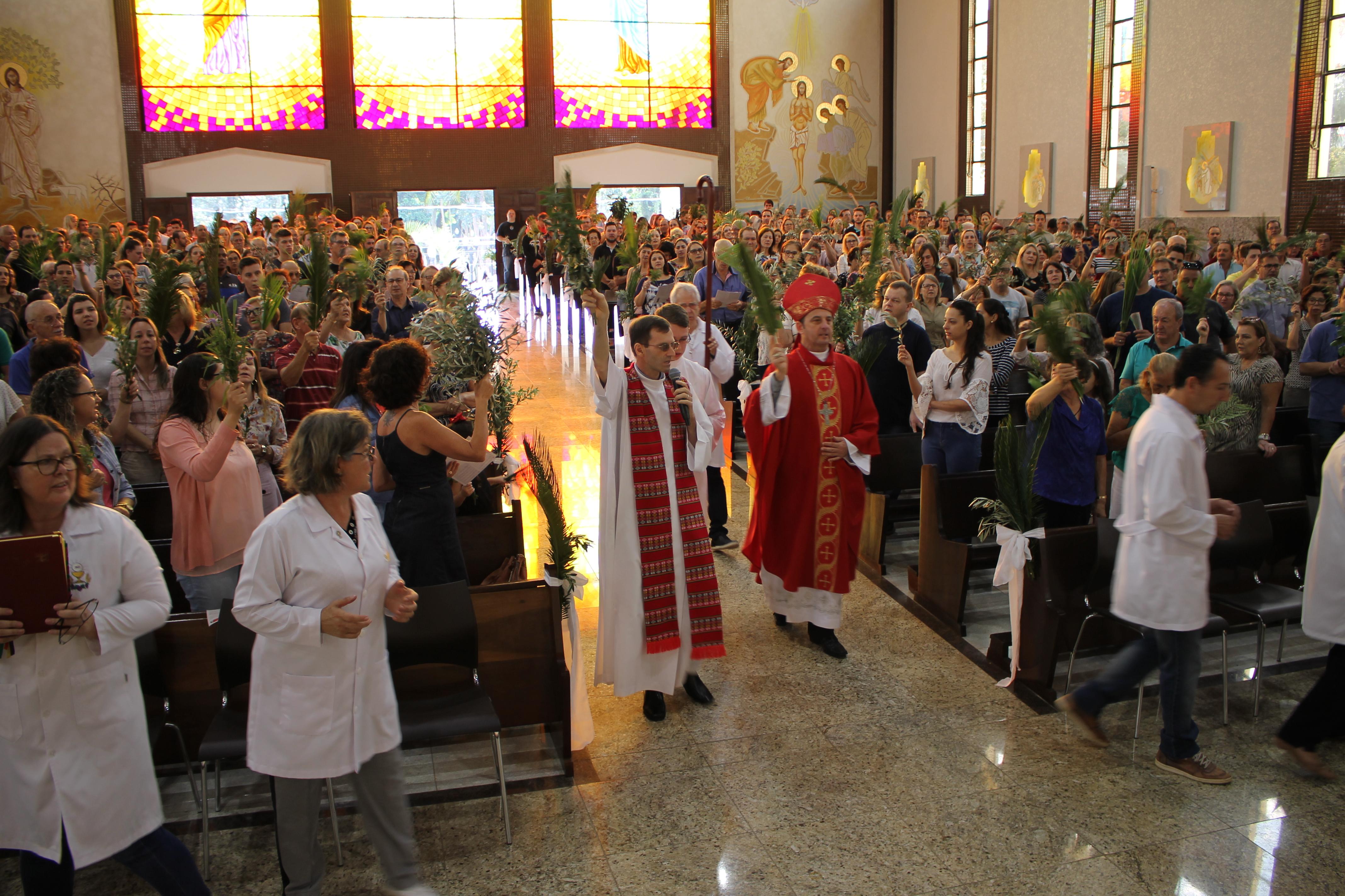 Com a bênção dos ramos inicia a Semana Santa