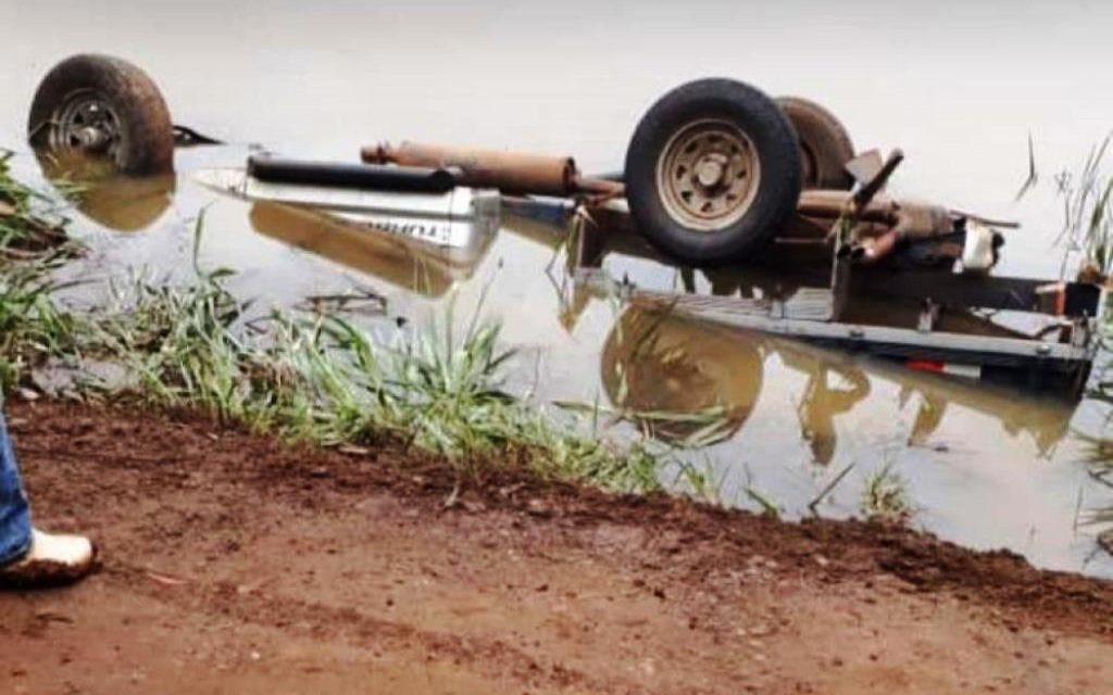 Veículo cai em açude e motorista morre afogado em Saudade do Iguaçu