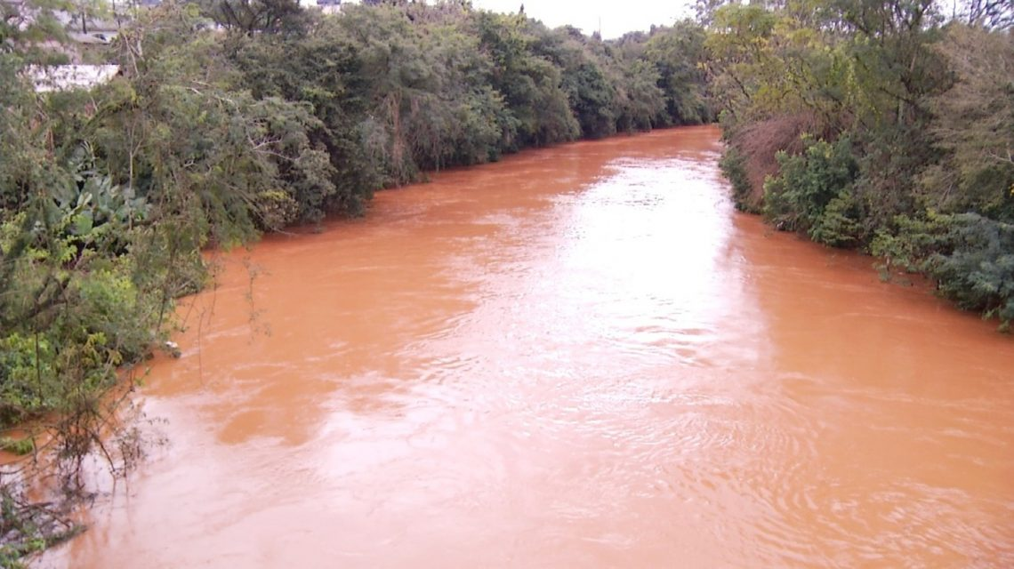 Bombeiros seguem com buscas no rio Marrecas em Francisco Beltrão