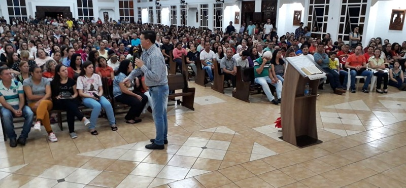 Novena do Espirito Santo reúne multidão na Matriz Santa Clara em Candói