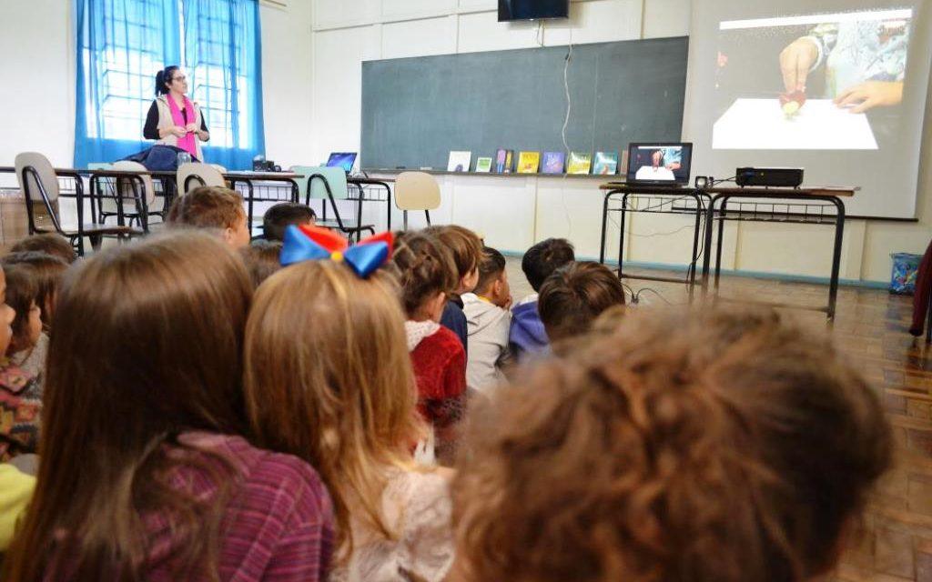 Projeto promoveu interação entre alunos e autora de livros infantis