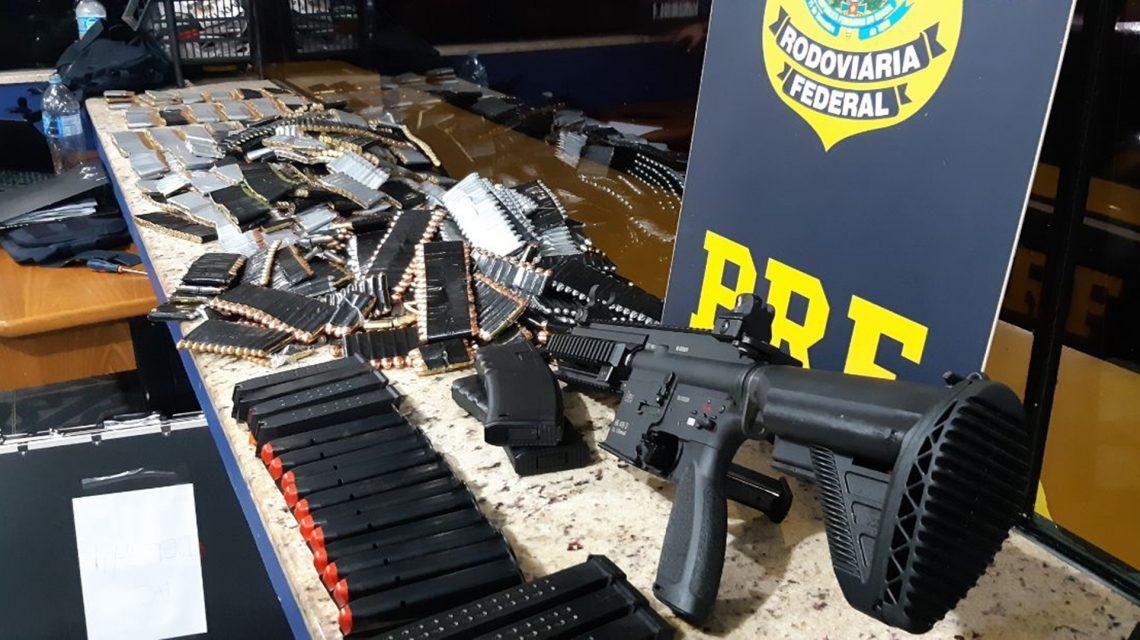 PRF apreende camionete com placas de Ampére carregada com armas