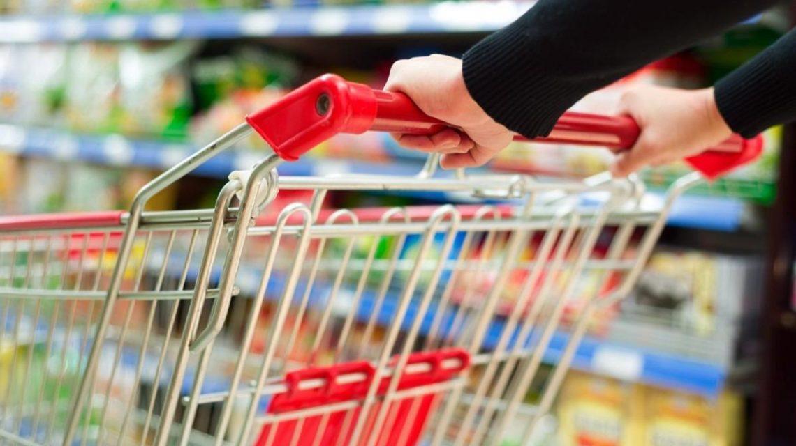 Aprovada lei que obriga higienização de carrinhos de compras em supermercados