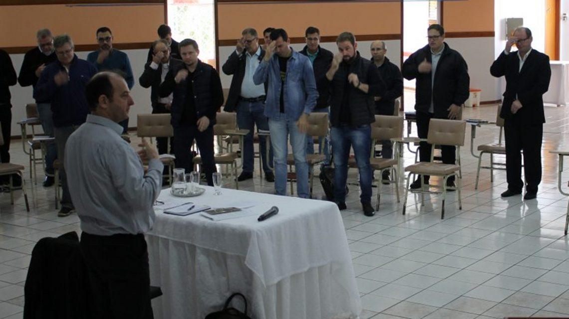 Dom Edgar realiza primeiro encontro com padres diocesanos