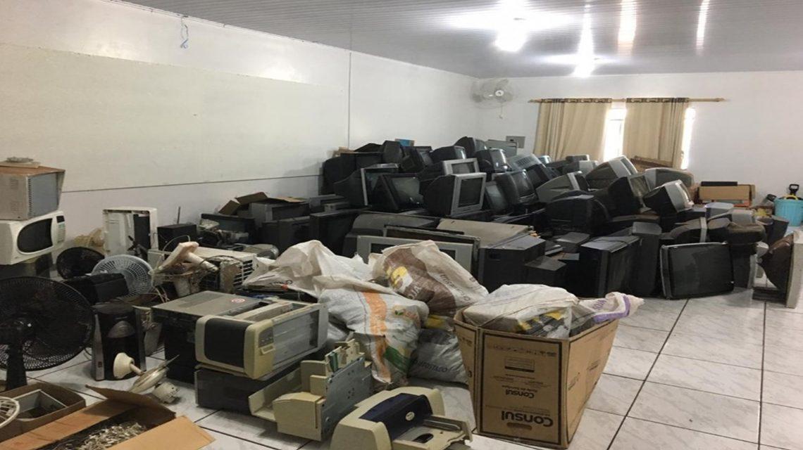 Mais de 154 eletrônicos são entregues em Coronel Vivida