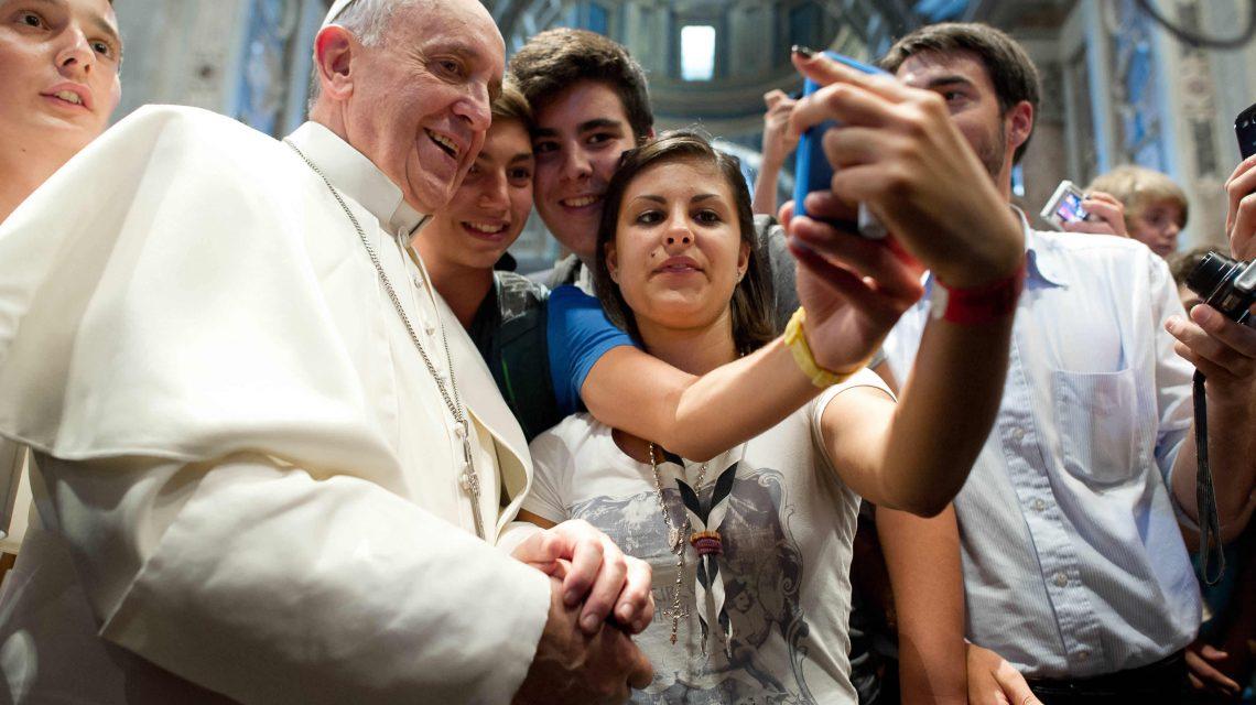 O Papa alerta para distorção dos fatos nas comunicações sociais