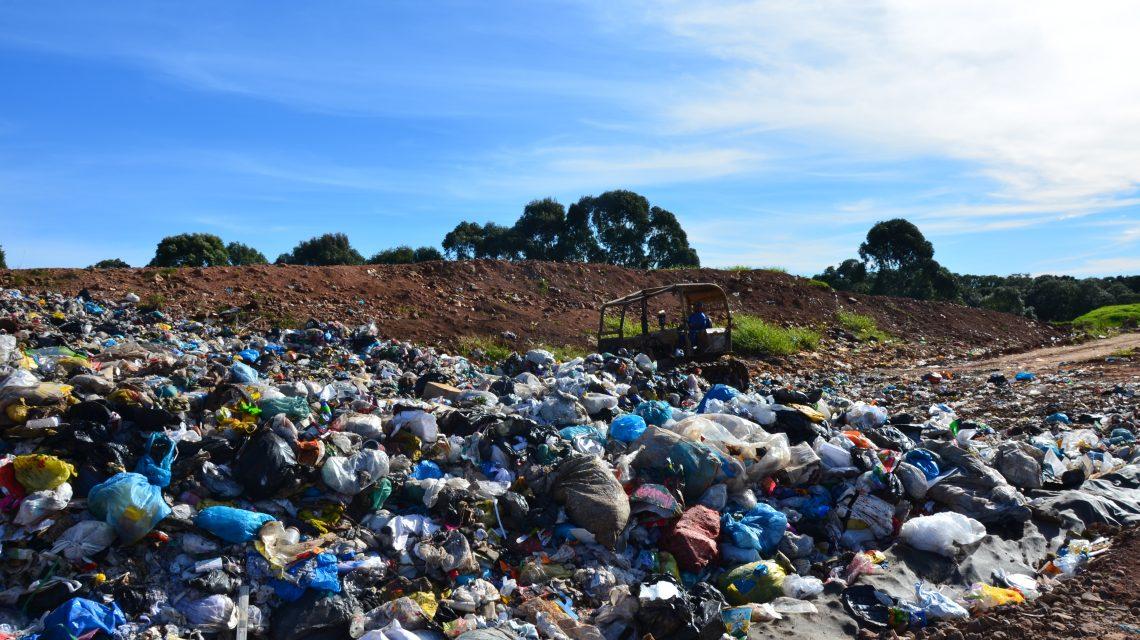 Escolas Municipais conhecem processo de separação do lixo