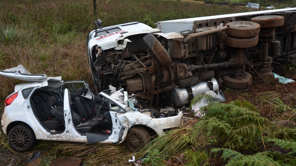 Acidente grave na PR-280 envolve carro e caminhão – RBJ