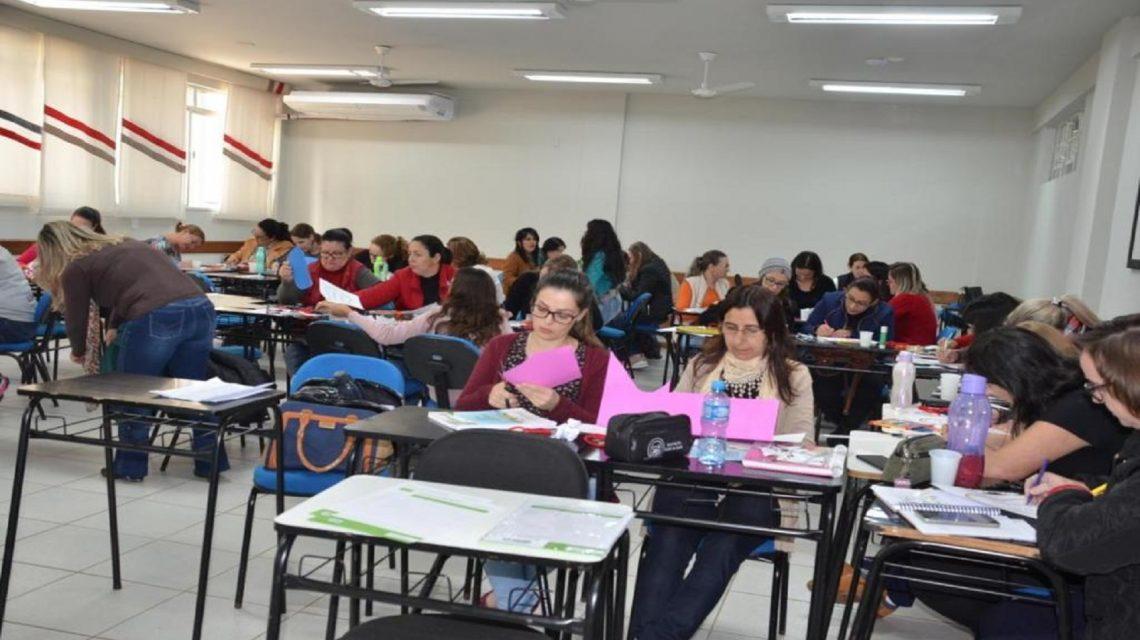 Mestres da Educação Infantil de Francisco Beltrão participam de capacitação
