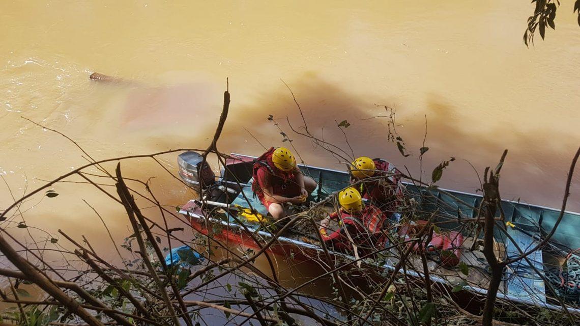 Carro que caiu no rio Marrecas será removido do local nesta sexta-feira