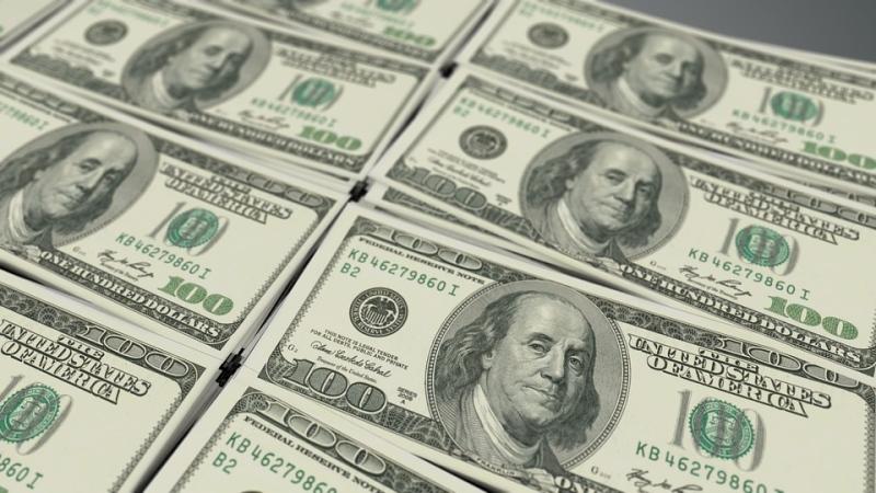 Mesmo em dia de intervenção do BC, dólar sobe para R$ 3,85