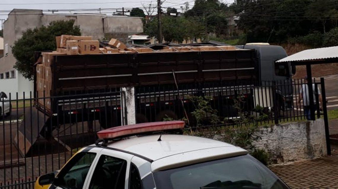Polícia Militar apreende caminhão carregado de cigarro em São Jorge D`Oeste